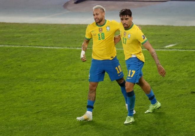 Neymar (trái) mừng bàn thắng cùng Paqueta. Ảnh: Reuters