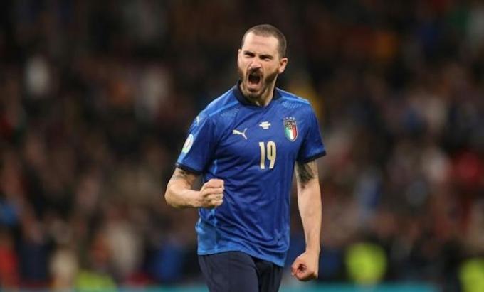Bonucci là cầu thủ già thứ hai ở Italy sau Chiellini, và hai cầu thủ này vẫn đá chính. Ảnh: Reuters