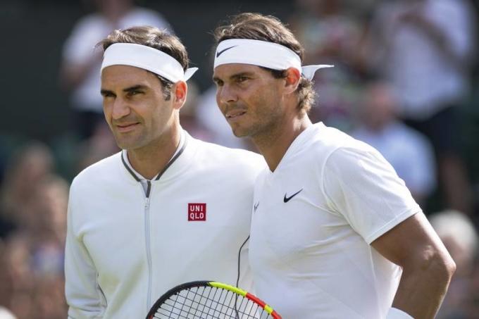 Federer (trái) và Nadal lần đầu bị Djokovic bắt kịp về số Grand Slam. Ảnh: AP