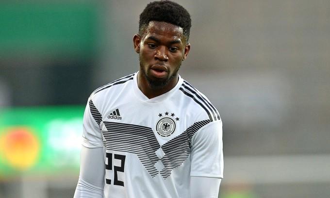 Jordan Torunarigha là con trai của cựu tuyển thủ Nigeria Ojokojo Torunarigha. Ảnh: TF Images.