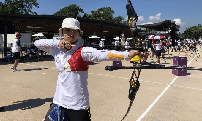Cung thủ 20 tuổi Đỗ Thị Ánh Nguyệt thừa nhận không bắn đúng mong đợi ở vòng xếp thứ tự phân nhánh. Ảnh: Đoàn TTVN
