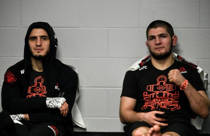 Makhachev và Khabib Nurmagamedov rất thân thiết.