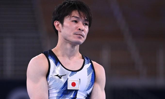 Uchimura thất vọng sau khi mắc lỗi và bị loại. Ảnh: Reuters.