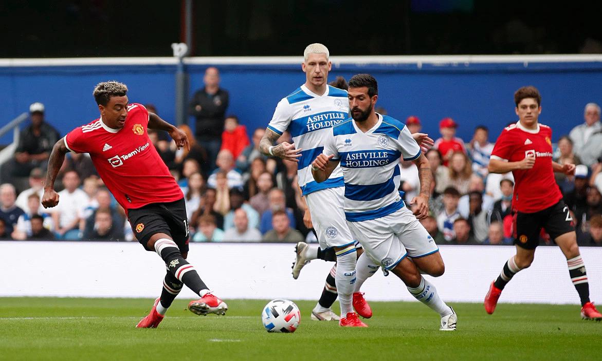 Lingard ghi bàn trong trận Man Utd thua ngược
