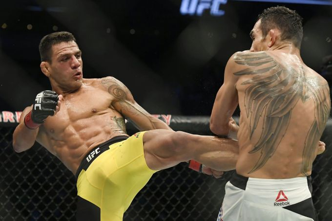 Dos Anjos, 36 tuổi, đánh 43 trận ở UFC, đạt thành tích thắng 30 và thua 13. Ảnh: USA Today