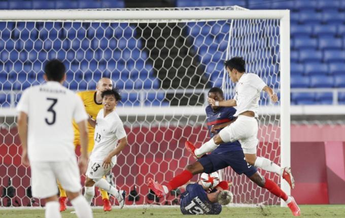 Kubo mở tỷ số cho Nhật Bản trong trận thắng Pháp 4-0 tối 28/7. Ảnh: Kyodo