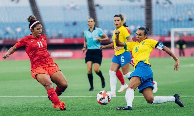 Marta và đồng đội Brazil chơi áp đảo, nhưng không thể ghi bàn vào lưới Canada trong 120 phút thi đấu. Ảnh: CBF