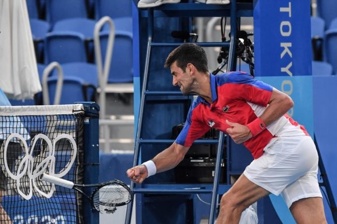 Djokovic tức giận vì lỡ cơ hội giành HC vàng Olympic. Anh, vì thế, không còn cơ hội giành Golden Slam năm nay. Ảnh: Olympic