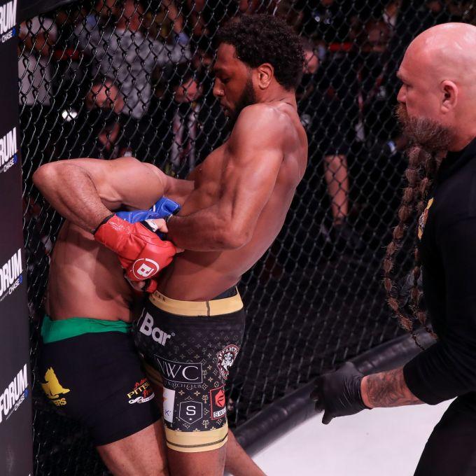 McKee siết cổ khiến Freire dần bất tỉnh. Ảnh: Bellator MMA