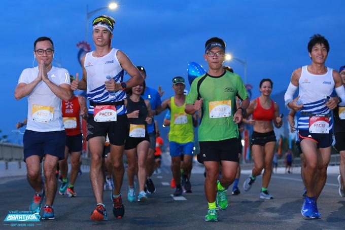 Các vận động viên tham gia VnExpress Marathon Quy Nhơn năm 2020. Ảnh: VnExpress Marathon
