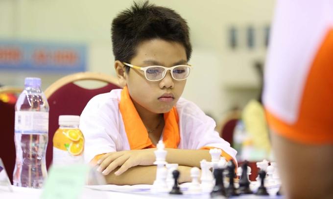 Kỳ thủ Đầu Khương Duy thi đấu ở giải cờ vua toàn quốc năm 2020. Ảnh: Xuân Bình