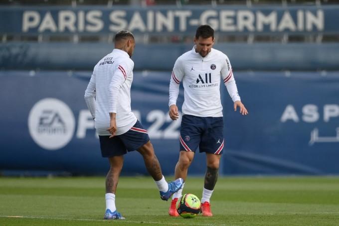 Messi tập luyện cùng các đồng đội ở Paris hôm qua 28/8. Ảnh: AFP