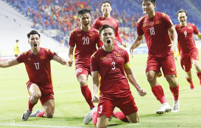 Quế Ngọc Hải ăn mừng khi ghi bàn ấn định tỷ số 2-1 khi đối đầu Malaysia tại UAE hồi tháng Sáu. Ảnh: Lâm Thoả