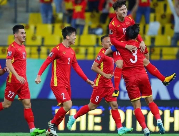 Niềm vui ghi bàn của Quang Hải và các cầu thủ Việt Nam.