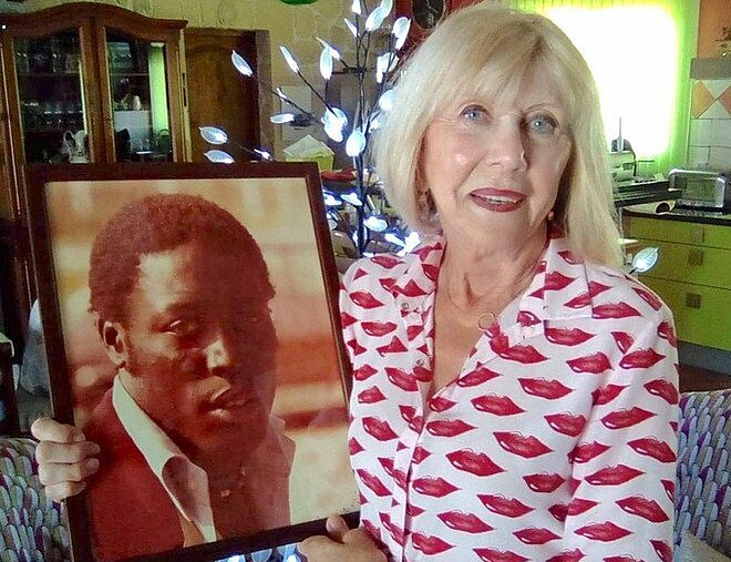 Bà Bernadette có với Adams hai con trai, và luôn chăm sóc chồng suốt 39 năm ông hôn mê.