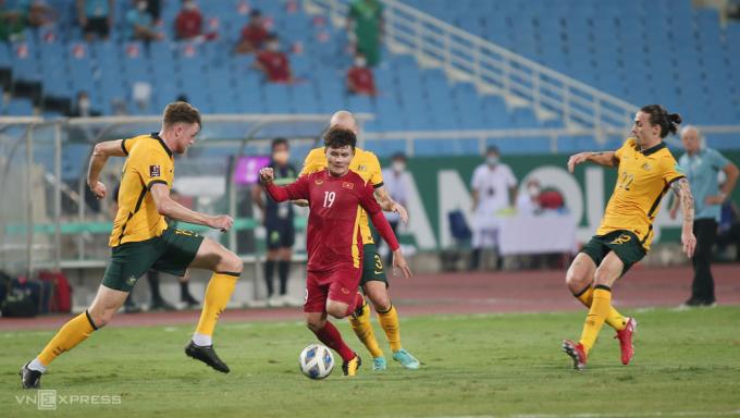 Australia chê sân Mỹ Đình xấu sau trận thắng 1-0 ngày 7/9. Ảnh: Lâm Thoả