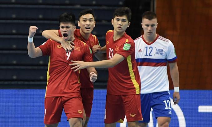 Đắc Huy (số 9) ghi bàn đầu cho Việt Nam ở vòng 1/8 World Cup. Ảnh: FIFA