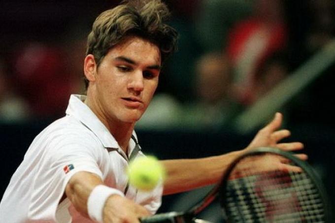Federer đoạt danh hiệu ATP đầu tiên tại Milan Open tháng 2/2001, sau khi thua hai trận chung kết mùa 2000. Ảnh: ATP
