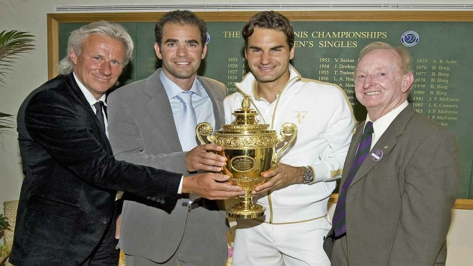 Ba huyền thoại Bjorn Borg, Pete Sampras và Rod Laver mừng kỷ lục 15 Grand Slam của Federer sau trận chung kết Wimbledon 2009. Ảnh: Wimbledon